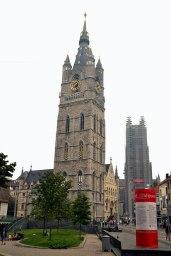 Belfort cu Sint-Baafskathedraal în fundal